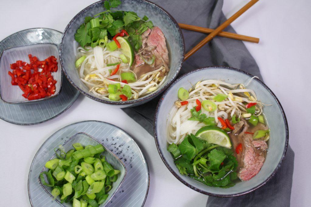 pho bo vietnamesische nudelsuppe mit rindfleisch friedas kitchen on my mind. Black Bedroom Furniture Sets. Home Design Ideas